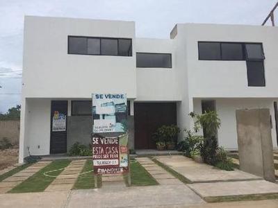 Pre-venta De Casa En Aqua Residencial, Terreno De 158.94 M2, Con 180m2 De Construcción, 3 Recamaras, 2.5 Baños, Acabados De Primera Calidad, Con Alberca Y Estacionamiento Para Dos Autos.
