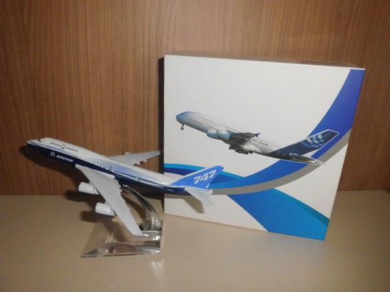 Aviao 7 4 7 Miniatura C/pedestal Em Metal