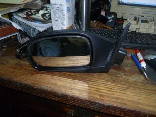 Vendo Retrovisor Izquierda De  Suzuki Baleno Año  2000