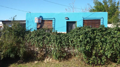 Casa De 2 Dormitorios, Fondo Y Garage