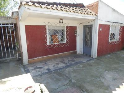 Casa 7 Ambientes, 2 Baños Y 2 Cocinas Y Apto. Independiente