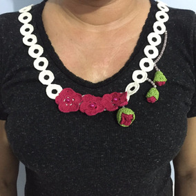 Colar Croche Branco Com Rosas
