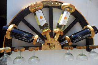 Bodega Colgante ,media Rueda .para 4 Botellas Y 6 Copas