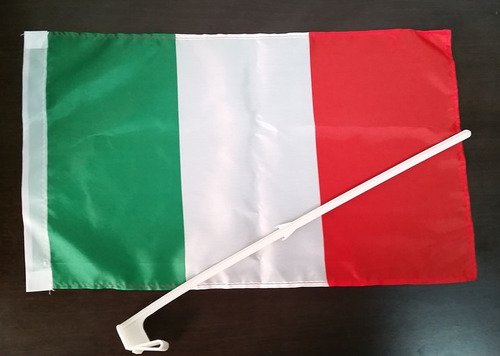 Bandera De Italia Para Carro 40cm X 30 Con Asta 3 Unidades