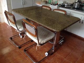 Mesa De Granito - Reformada Com 4 Cadeiras - Pés Cromados
