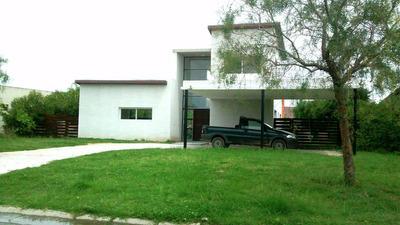 Casa De 3 Dormitorios Y 3 Baños, Cocina Living/comedor