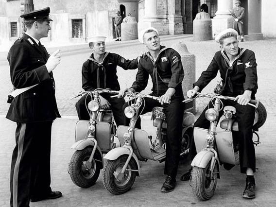 Out For A Motorbike Ride, Rome 1954 - Lamina De 40 X 30 Cm