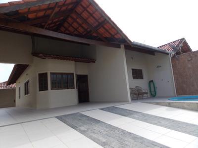 Casa Com Piscina Em Peruíbe À Venda.