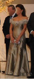 Vestido Tafetá De Seda Prata Com Plumas Tam. 40 - Candy Brow