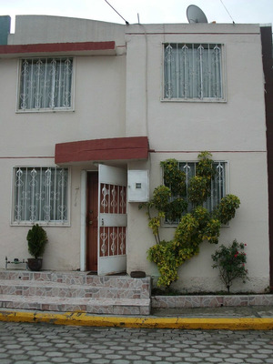 Calderon - Casa En Conjunto Como Nueva