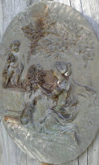 Bajo Relieve En Bronce De Afrodita Y Cupido