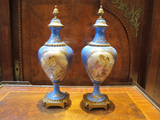 Par De Antiguas Ánforas De Porcelana Y Bronc Francesa Sevres