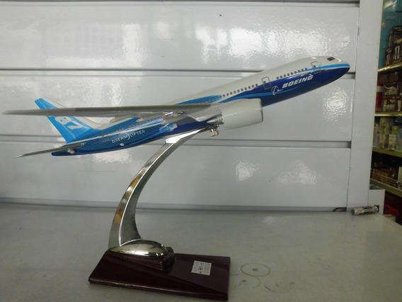 Miniatura Aviao Boing 787 C/pedestal 30x30cms