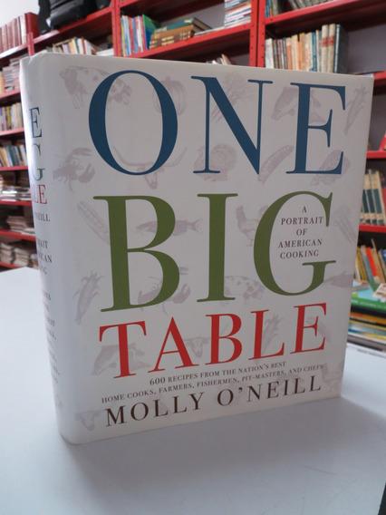 Livro One Big Table Molly O
