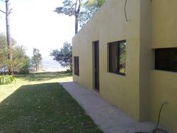 Casa En La Playa. Única En Sus Características De Ubicación.