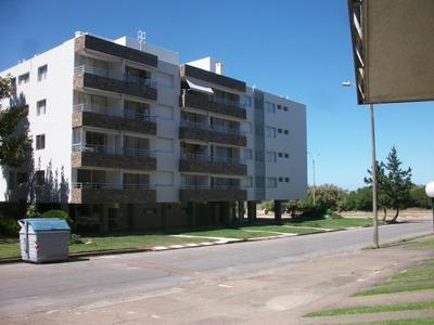 Alquiler De Apartamento En Punta Del Este Frente Al Mar.