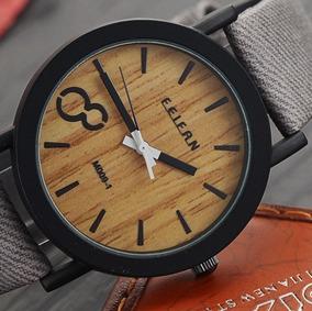 Relógio Social Com Acabamento Em Padrão De Madeira Cinza