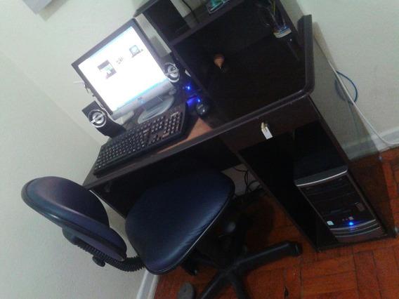 Compudador Semp Toshiba Usado Com Cadeira E Messa.