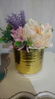 Florero Con Flores Artificiales Y Base Dorada Brillante