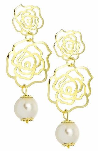 Brincos Folheados A Ouro Com Adereços Em Forma De Flor