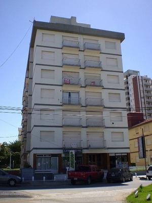 Villa Gesel Centro 3 Ambientes--- 1/2 Cuadra De La Playa ---