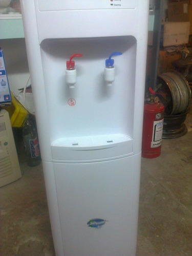 Imagen 1 de 3 de Dispensador De Agua Fria Y Caliente