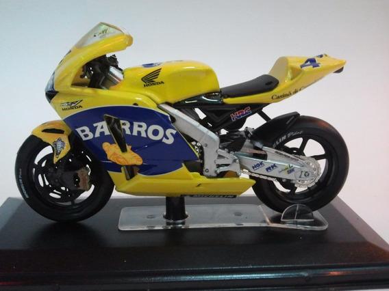 Moto De Competicion A Escala Honda Rc211v Team Pons.