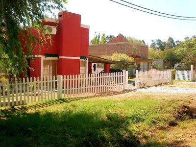 Casa 2 Pisos, 2 Dormitorios, 6 Personas. Patio, Parrillero.