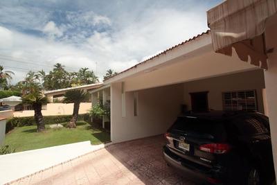 Hermosa Casa En Venta Con Oficina En Arroyo Hondo