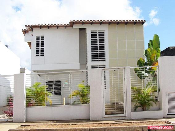 Casa En Venta, Urb. Las Peonias