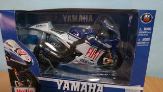 Perudiecast Moto Yamaha Team 2009 N°46 Escala 1:10