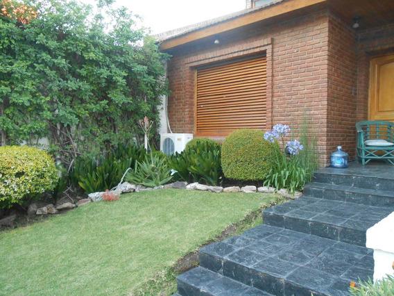 Casa En Pleno Centro Cañuelas, En 3 Plantas- Sup.cub.200 M2-