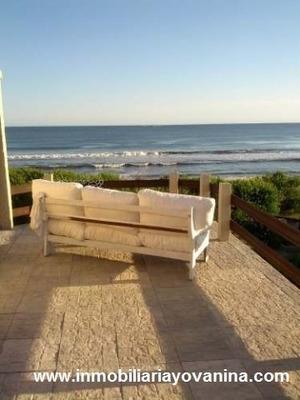 Ref. 19 Alquiler 2 Pisos Frente Al Mar Con Bajada A La Playa
