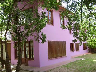 Amplia Casa En Villa Gesell ( Con Calefaccion Central )