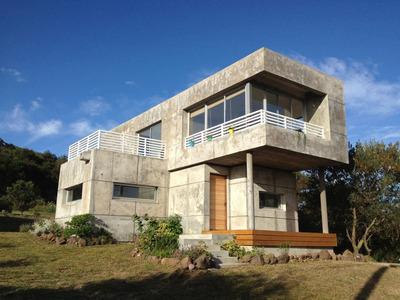 Casa De 2 Dorm,2 Baños,vistas,moderna, Se Escuchan Ofertas!