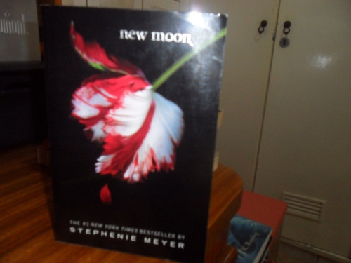Imagem 1 de 5 de Livro New Moon Stephenie Meyer - Livro Em Inglês