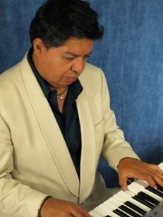 Tecladista Cantante Javier Y Su Teclado-karaoke Animador Dj-