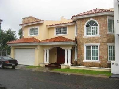 Hermosa Residencia En Condominio, En Venta