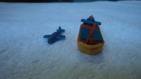 Lote De Miniaturas De 1 Barco E 1 Avião