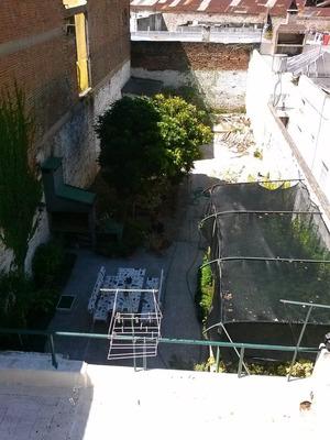 Casa De 2 Plantas Con Gran Fondo Todo Cercado Sobre Avenida