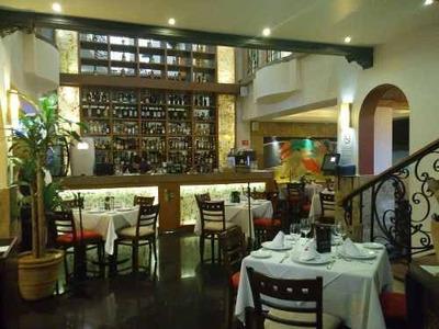 Traspaso ---restaurante Bar En Una De Las Mejores Zonas Comerciales Y Ubicación Sobre Avenida , Cuenta Con Licencia De Funcionamiento Y De Bebidas , Uso De Suelo Comercial , Horario De Servicio De 8: