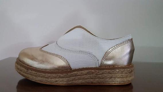 Zapato Abotinado De Cuero Blanco Con Platino Y Yute