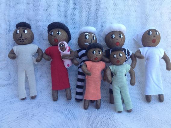 Família Terapêutica C/ 8 Personagens Negra Flexivel