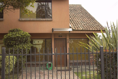 Casa Hermosa En Chia Tipo Chalet