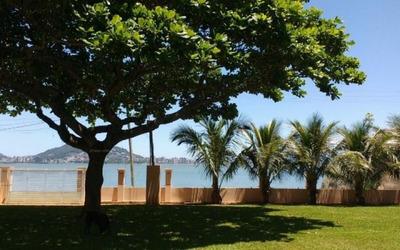 Exclusividade Em Cacupé Em Terreno De 3633m² A Beira Do Mar E Com Garagem Privativa Para Barco