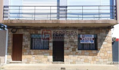 Acepta Banco - Casa De 2 Dormitorios - Patio - Ph Al Frente