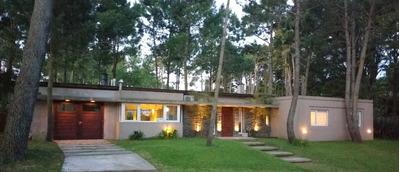 Hermosa Casa Pinamar Zona Golf - Barrio Los Alamos