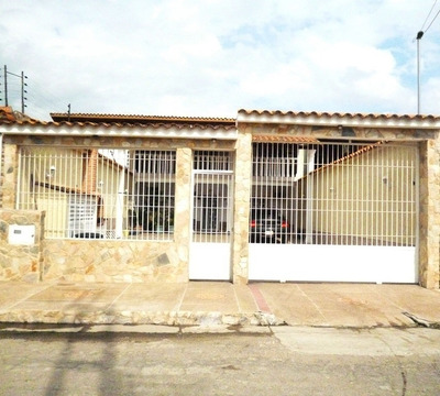 Grandiosa Oportunidad Town-house Totalmente Amoblado. Los Ov