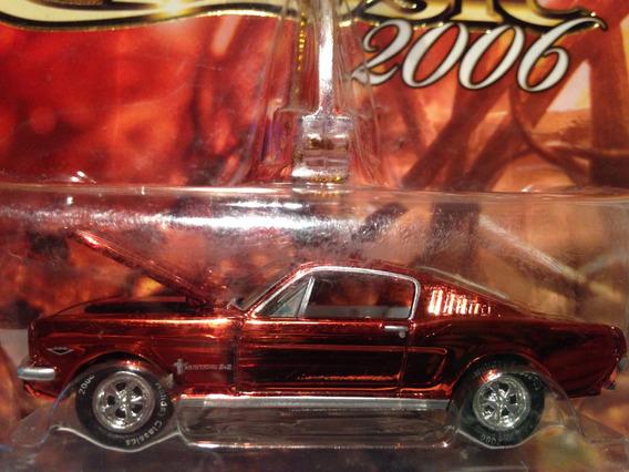 Johnny Lightning Holiday Ford 1965 Mustang Blister Cerrado