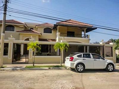 Esta Maravillosa Casa Para Tu Familia En Santiago Rd